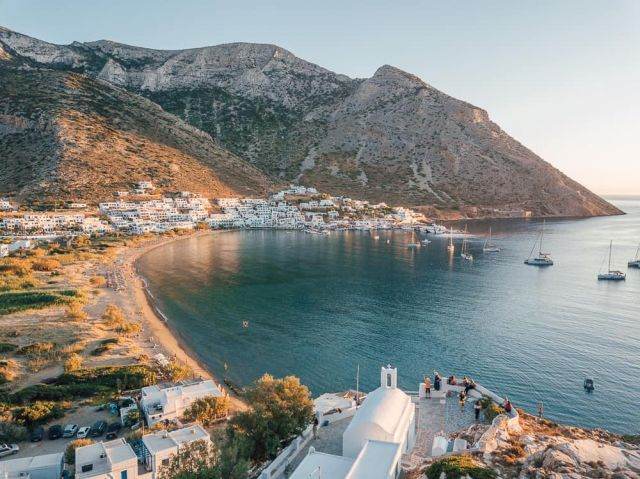 Sifnos is a synonym of tranquility, pottery arts and exquisite cuisine